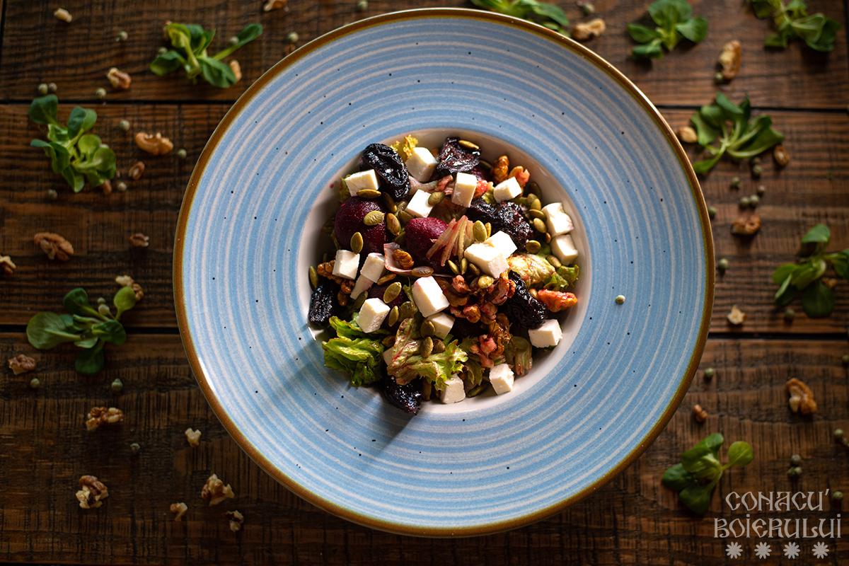 Salată cu sfeclă roșie și nuci